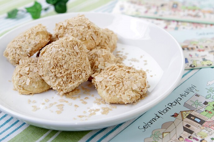 Almond-Butter-Cookies-Dipped-in-White-Chocolate-and-Instant-Cereal-Flakes_1-1250x833