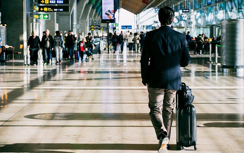 airport-walking-freepik