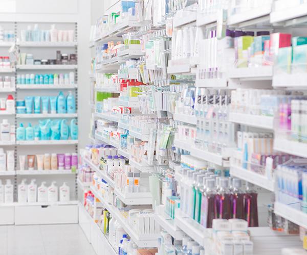 888913603_4small-pharmacist